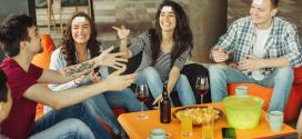 Gesellschaftsspiele für Erwachsene – So wird ein Abend mit Freunden besonders